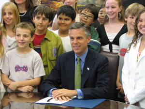 Governor Jon Huntsman, Jr. with Patti Tanner-White's sixth grade class at Morningside Elementary School