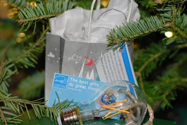 Light bulb with Gift Tag